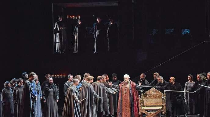 Mit den Intrigen, Verschwörungen und Machtkämpfe im Genua des 14. Jahrhunderts muss sich Plácido Domingo als Titelheld Boccanegra herumschlagen.