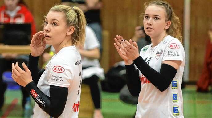 Während die Zukunft von Katrin Hahn (l.) beim VC Offenburg vom Studium abhängt, schlägt Anna Schupritt kommende Saison für Zweitligist Prowin Volleys TV Holz auf.