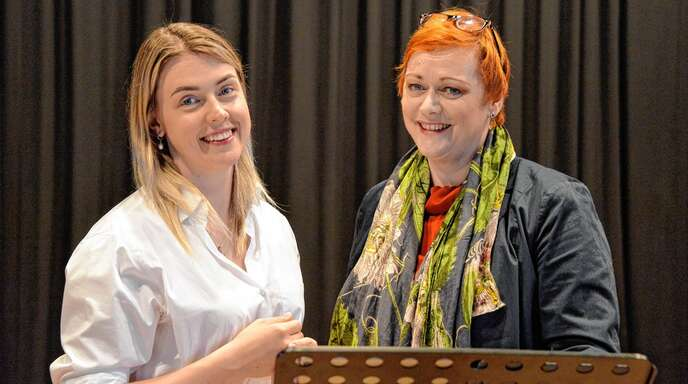 Studentin Marta Danusevich (links) aus Weißrussland bekommt Meisterkurs-Gesangsunterricht bei Weltstar Catherine Foster.
