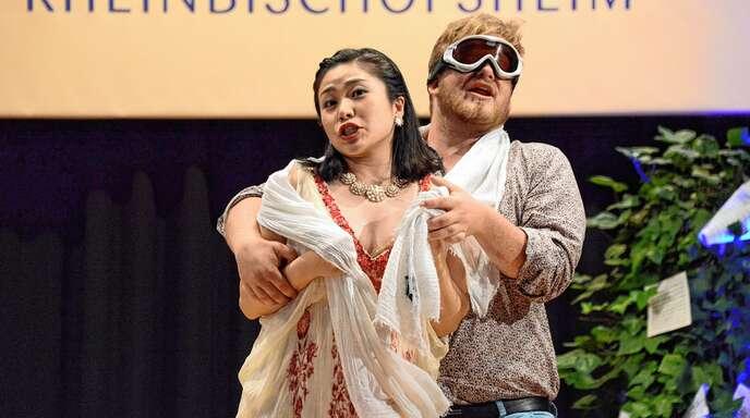 Erina Fujimura aus Japan und Clément Godard aus Bordeaux brillierten bei der Opernnacht in Rheinbischofsheim mit dem lustigen Fliegen-Duett »Il m'a semblé«.
