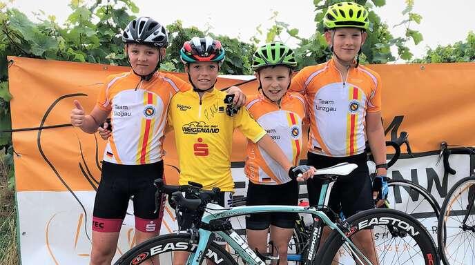 Benedikt Benz von der RSG Offenburg-Fessenbach (2. v. l.) und Fritz Stihler vom RSV Hofweier (2. v. r.) mit ihren Teamkollegen Erik Fritz (l.) und Tim Herzog (r.).