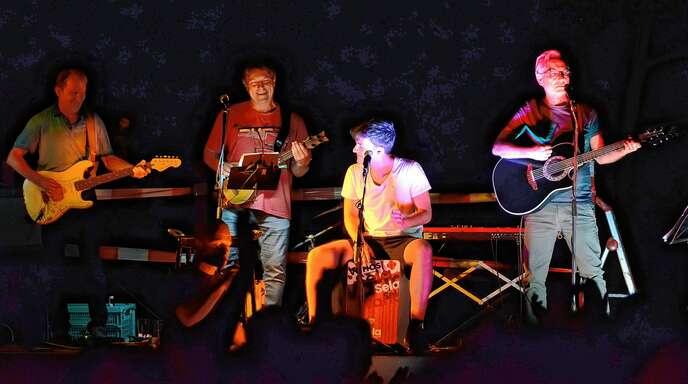 Zeigten auch beim »Sound im Park« ihr Können (von links): Thomas Sauter (Gitarre), Oli Reister (Ukulele), Luca Lehmann (Cajon) und Henning Lehmann (Gitarre und Gesang).