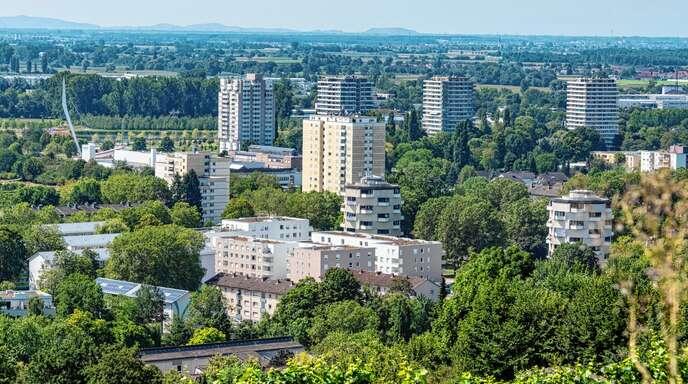 Im Kanadaring lebten, wie der Name schon andeutet, früher Angehörige der kanadischen Streitkräfte. Nach deren Abzug 1994 wurden hauptsächlich Deutsche aus Russland in dem Gebiet im Lahrer Westen untergebracht.