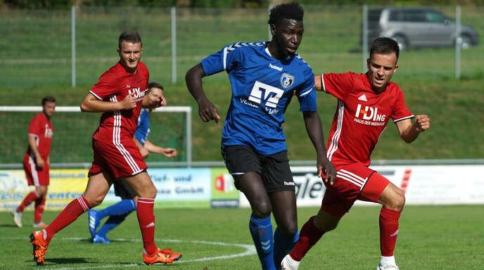 Auf Ousman Bojang (v.), Doppeltorschütze im Auftaktspiel, ruhen die Offensivhoffnungen des SC Lahr auch in Pfullendorf.