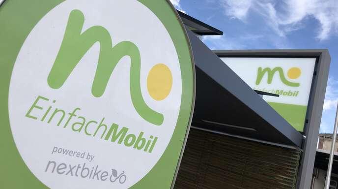 """""""Einfach mobil"""" ist der Slogan, der auch an den Mobilitätsstationen (hier am Bahnhof/ZOB) zu lesen ist."""