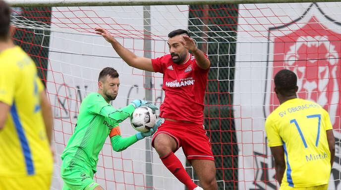 Topstürmer Yasin Ilhan (rotes Trikot) war in der vergangen Saison mit 28 Treffern Landesliga-Torschützenkönig.