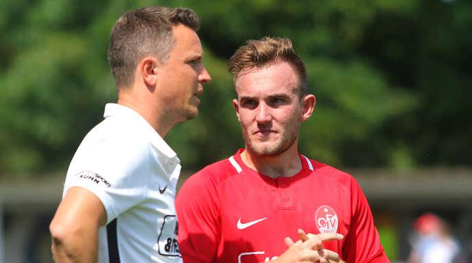 Stellen sich auf einen heißen Tanz in Radolfzell ein: OFV-Trainer Florian Kneuker (l.) und Luca Kehl.