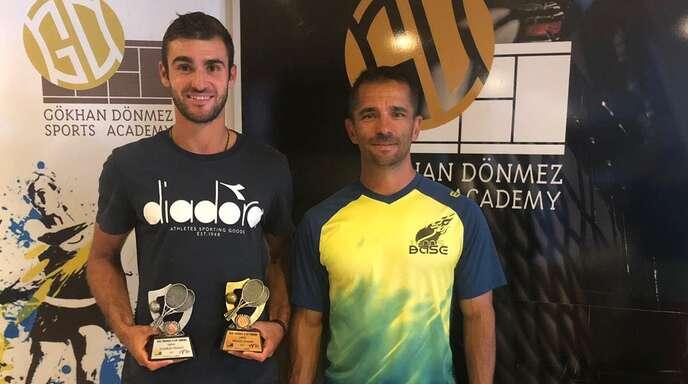 Stolz wie Oskar: Paul Wörner (links) nach der Siegerehrung in Antalya mit seinem Trainer Alexander Hizli.