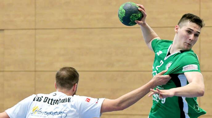 Mike Bächle (rechts) hat sich in Sinzheim an der Hand verletzt und fehlt dem HGW Hofweier am Samstag.
