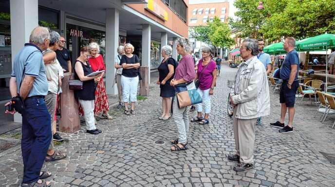 Interessiert verfolgten die Teilnehmer die Ausführungen von Juliana Bauer.