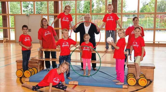 Das Kinderturnen liegt Heidi Brunsbach am Herzen, links Petra Hackebeil, Mitte Heidi Brunsbach und rechts Elisabeth Feurer.