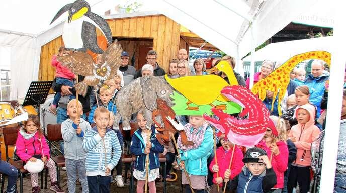 Ein tolles Singspiel mit dem kleinen roten Krokodil, vielen Tieren und einem dicken Pfannkuchen präsentierten die Kindergartenkinder beim Wagshurster Pfarrfest.
