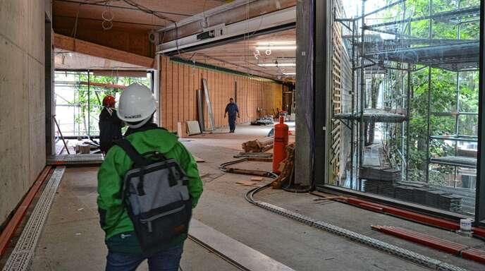 Die Arbeiten am Nationalparkzentrum sind weit vorangeschritten. Umweltminister Franz Untersteller machte sich davon am Montag ein Bild.
