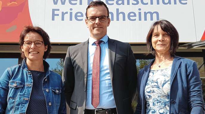 Stellten die neue Schulkooperation vor (von links): Angelika Philipzen (Schulleiterin Friesenheim), Bürgermeister Erik Weide und Bettina Maria Herr (Schulleiterin Kork).