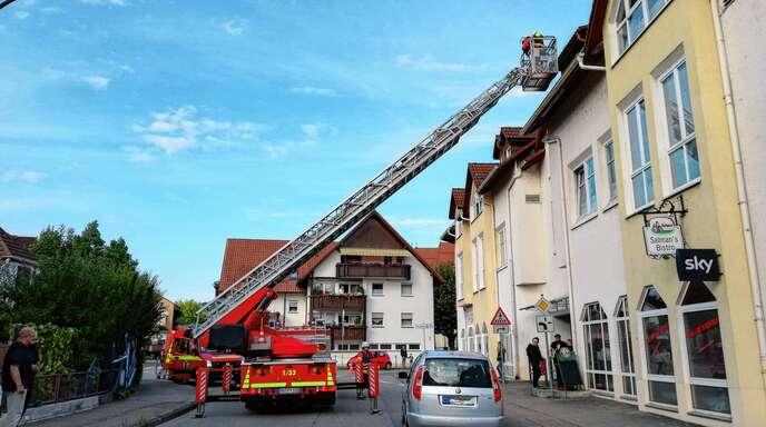 Bei einem Backofenbrand in der Renchener Straße musste die Oberkircher Feuerwehr nicht mehr löschen. In der stark verrauchten Wohnung war der Brand schon zuvor mit einem Feuerlöscher gestoppt worden.