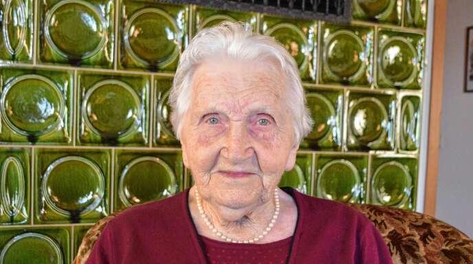 Rosa Bayer feiert in Nußbach heute ihren 100. Geburtstag. Bis zu ihrem 91. Geburtstag war sie noch mit dem Schlepper auf dem Feld unterwegs.