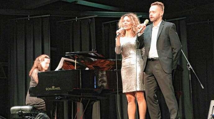 In der Reihe »Kulturelles Oppenau« als Duett zu hören: Mezzosopranistin Marie Giroux und Tenor Joseph Schnurr begleitet von Jenny Schäuffelen am Flügel.