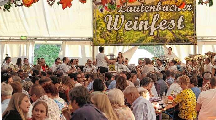 Die Musikkapelle aus Offwiller im Elsass unterhielt die Festgäste am Samstagnachmittag während der Weinprobe.