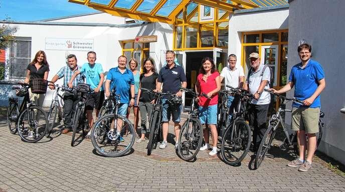 Über die gegenwärtige und künftige Situation in Kindergärten Oberkirchs erhielten die Teilnehmer der CDU-Radtour einen tiefgreifenden Einblick.