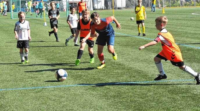 Reinen Fußballspaß ohne Punktejagd gab es im Rahmen des Sportfests des FC Ottenhöfen beim Mixed-Turnier am Sonntag, an dem auch das Team Bananenflanke Ortenau in den gelben Trikots teilnahm.