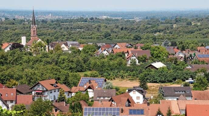 Beim geplanten Mösbacher Neubaugebiet Bühli gibt es jetzt einen entscheidenden Fortschritt: Die Stadt Achern besitzt nach einem aktuellen Grundstücksverkauf nun mehr als 50 Prozent der Grundstücke und kann damit das Vorhaben vorantreiben.