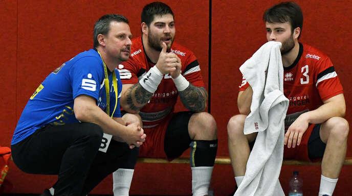 HTV-Coach Frank Ehrhardt und seine Spieler Timo Häß und Florian Engel (v. l.) freuen sich auf die Herausforderungen in der Südbadenliga.