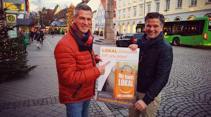 """""""Ihr kauft lokal - wir spenden"""" ist eine von Marc Eisinger von Connexxtion (links) ins Leben gerufene Aktion. Hier mit Lokal-Lobbyist Mathias Bochinske."""