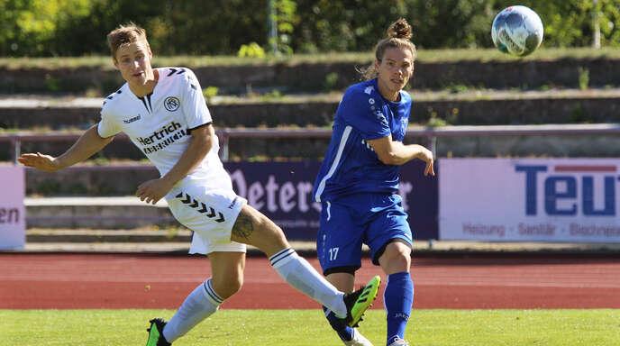 Lucas Lux (l.) brachte den Kehler FV mit seinem Treffer zum 1:0 gegen Endingen auf die Siegerstraße.