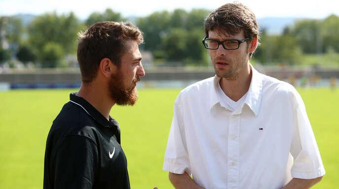 Stolz auf den OFV-Nachwuchs: Jugendkoordinator Dominik Hildebrand (rechts).