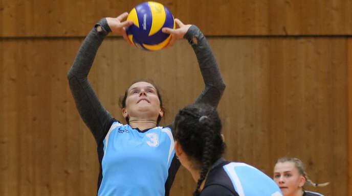 Mannschaftsführerin Johanna Ewald (l.) gab mit dem VCO beim Gewinn des SBVV-Pokals keinen Satz ab.
