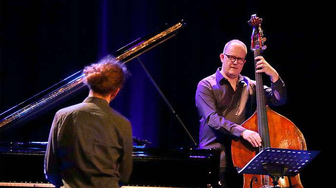 Musik, die aus Jazz und Klassik schöpft, bot das Trio um Dieter Ilg (rechts) beim Konzert in seiner Heimatstadt Offenburg.