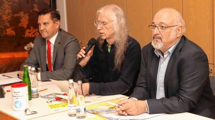Diskutierten über Frieden (von links): SPD-Bundestagsabgeordneter Johannes Fechner, Klaus Schramm und der bekannte Rüstungsgegner Jürgen Grässlin.