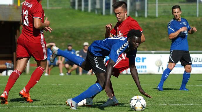 Ousman Bojang (v.) hat muskuläre Probleme, sein Einsatz für den SC Lahr gegen Weil ist daher fraglich.