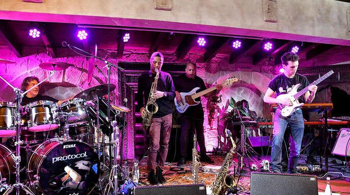 """Simon Phillips präsentierte mit seiner Band das Projekt """"Protocoll IV""""."""