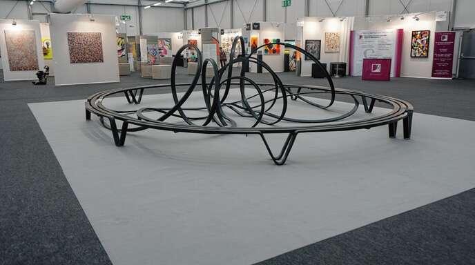 """Ein Hingucker auf der Kunstmesse: die Arbeit """"Banc Saint-Germain"""" des Designers und Bildhauers Paolo Reinoso ."""