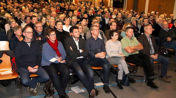 Das Interesse an der Bürgerinfo zur B3-Umfahrung von Kippenheimweiler und Langenwinkel stieß auf großes Interesse. In der Kaiserwaldhalle waren alle Plätze belegt.
