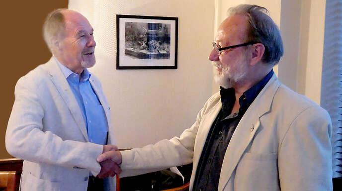 Präsidentenwechsel beim Kiwanis-Club Offenburg: Ulrich Gasser (links) folgt auf Bernd Spangenberg.