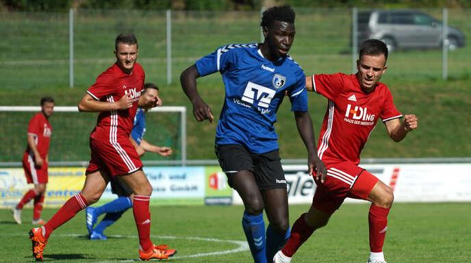 Lahrs Torjäger Ousman Bojang (l.) will sein Trefferkonto gegen den SV Bühlertal aufstocken.