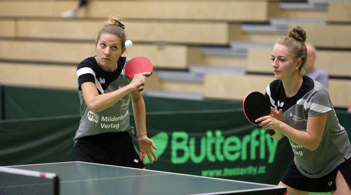 Linda Röderer (l.) und Alisa Spinner hatten mit der DJK Offenburg II gegen Süßen II wenig Mühe.