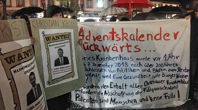 Mit Plakaten erinnerte das Bündnis für den Erhalt und Ausbau aller Ortenauer Kliniken an die Schließung des Gengenbacher Krankenhauses.