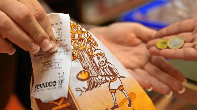 Ab dem nächsten Jahr gilt für alle Geschäfte mit elektronischer Registrierkasse die Bonpflicht. Auch Bäckereien müssen dann Kassenzettel an ihre Kunden ausgeben.