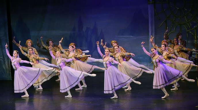 Leichtfüßig und elegant schwebte das Russische Nationalballett über die Bühne.