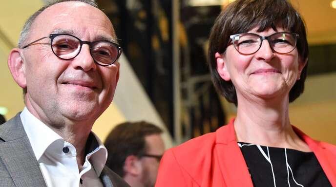 Norbert Walter-Borjans (l.) und Saskia Esken wollen der Union neue Reformprojekte abringen.