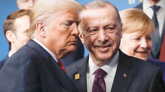Das Verhältnis zwischen der Nato und dem türkischen Präsidenten Erdogan (oben) bleibt schwierig. Frankreichs Präsident Macron (Mitte) und US-Präsident Trump sprachen ausführlich. Und Kanzlerin Merkel musste sich keine neuen Vorhaltungen machen lassen.