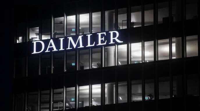 Daimler hatte am Freitag angekündigt, weltweit mindestens 10000 Stellen streichen und 1,4 Milliarden Euro Personalkosten einsparen zu wollen