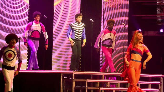 Bilder aus den 1960er-und 1970er-Jahren zeigten den jungen Michael Jackson, dargestellt von Koffi Missha.