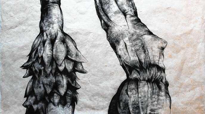 Die gebürtige Teheranerin und Kunstdozentin an der Universität Straßburg, Haled Zahedi, zeigt in Durbach Kohlezeichnungen, die auf den zweiten Blick Details offenbaren.