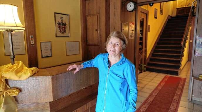 Renate Betz, hier im Empfangsbereich des Hotels Union, erläutert die aktuellen Entwicklungen im Haus.