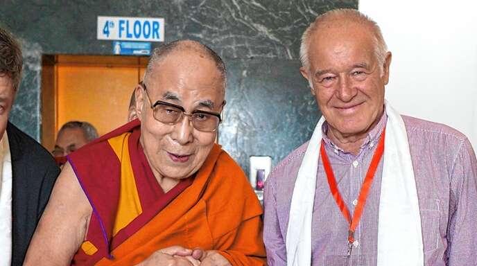 Eindrückliche Begegnung: Paul Syska (rechts) mit dem Dalai Lama, geistiges Oberhaupt der Tibeter.