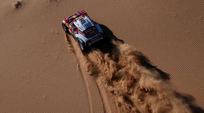 Allein auf weiter Flur: Carlos Sainz verteidigte im Mini auch auf der achten Etappe der Rallye Dakar am Montag seine Führung. Carlos Sainz gilt in der Rallye als wahre Legende.